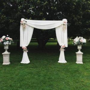 cream romance arch